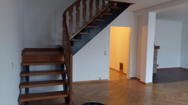 tl_filesbilderkaeufer mietermieterobjekt 36 treppe im - Treppe Mitten Im Wohnzimmer